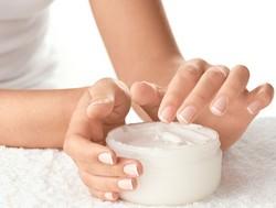 Обзор эффективных кремов для рук от сухости